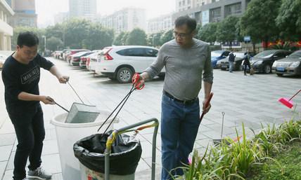 市政协机关组织党员活动日参加环境综合整治...