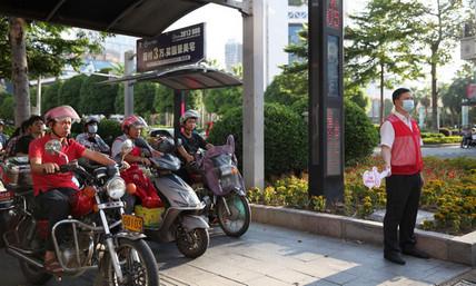 市政协领导参加文明交通劝导志愿活动